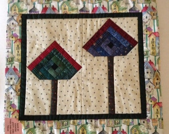 LOG CABIN BIRDHOUSE  quilt quilted wall hanging 12 by 13 inches machine pieced