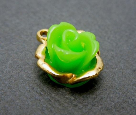 lovely petite green rose pendant flower pendant charm. Black Bedroom Furniture Sets. Home Design Ideas