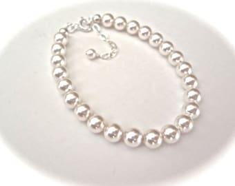 Classic pearl bracelet - Bridal jewelry - Swarovski pearls ~ 6mm ~ Brides bracelet ~ Extender ~ Maid of honor, Bridesmaids ~ Gift