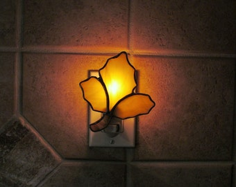 """Stained Glass """"Oak Leaf""""  Night Light in Yellow Swirled Opalescent Glass"""