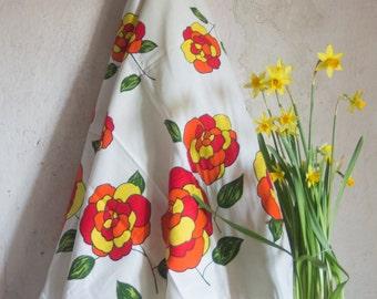 Vintage French Tablecloth & Napkins // Retro Floral Print