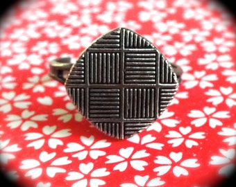 Antique looking Vintage Button Ring