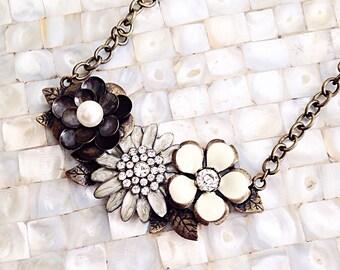 Flower Bib Necklace, Cream Flower Neckalce, Antique Gold Flower Necklace,  Ivory Flower Statement Necklace