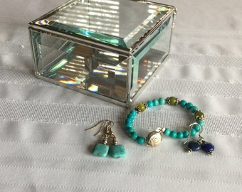 Clear beveled glass box, 4 x 4 x 2 inches to hold your keepsakes, and treasures.