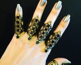 Rhombos shield rings, set of 5 pcs. Made in brass with jet black crystals, sizable.