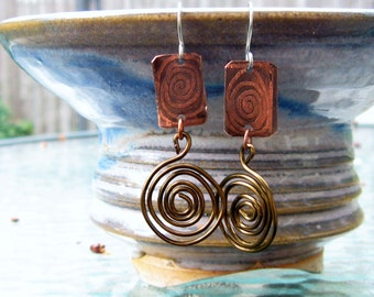 Empreinte - Handmade etched copper and antique brass earrings - 2""