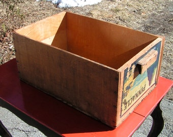 PINNACLE Brand  Medford Pear Box  -  1940s Wooden Box with Grip Handles  - Medford Oregon