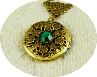 Locket, Locket Necklace Necklace, Emerald Green Locket, Emerald Green Necklace, Antique Brass Locket, Round Locket