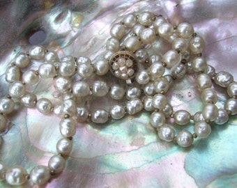Miriam Haskell Elegant Baroque Glass Pearl Necklace c 1960