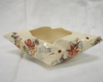 U&C Sarreguemines Lavalliere French Antique Floral Transferware Faience Pinned Napkin Vase (B011)
