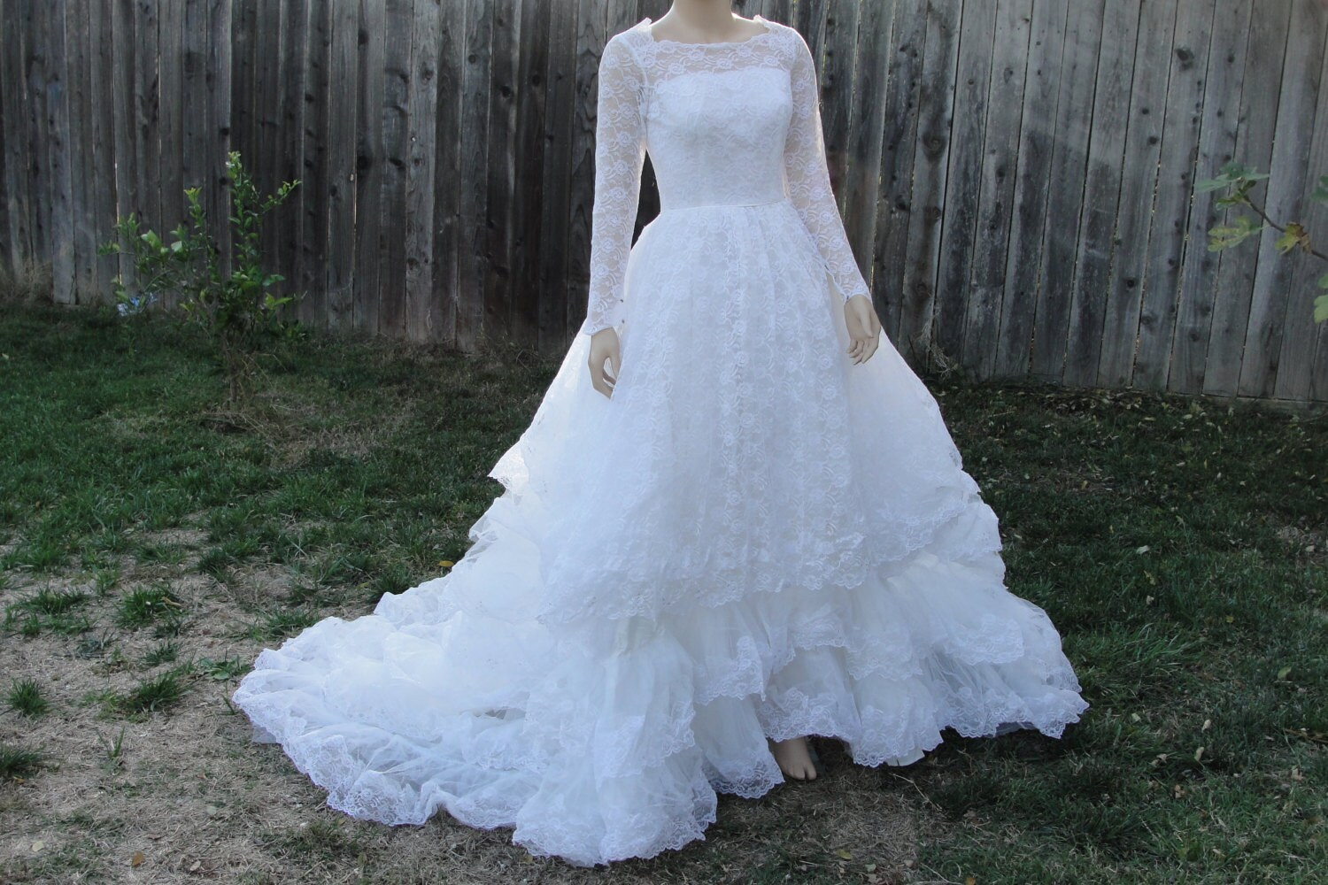 Vintage 1950s tulle lace wedding gown dress with back