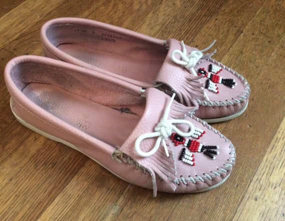 Free shipping and returns on Pink Minnetonka Moccasin at gravitybox.ga