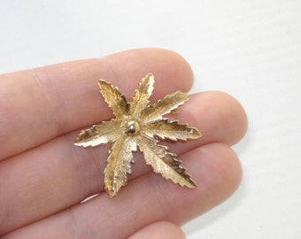 Sarah Coventry Brooch - Vintage Costume Jewelry Pin - Small Gold Leaf  1970s