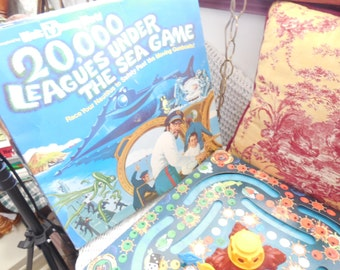 1975 / 20,000 Leagues Under the Sea Game Disneyland Board Game Verne Nemo  :)S