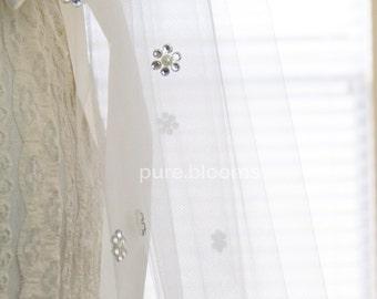 SAMPLE SALE, Crystal and Pearl Flower Bridal Veil, Elbow Length Floral Crystal Wedding Veil,  30 Inch Veil, Matte Light Ivory, Style 2005R