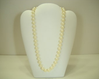 "Vintage Faux Pearl 18"" Necklace (9074) 8mm"