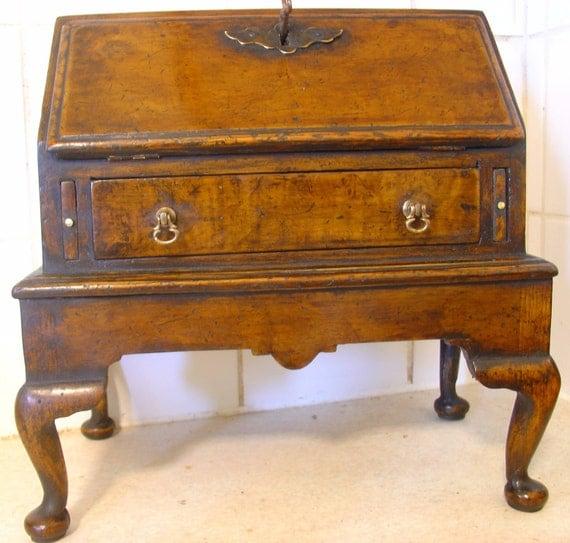 queen anne bureau on stand apprentice piece antique. Black Bedroom Furniture Sets. Home Design Ideas