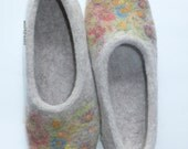 Felted slippers, woman house shoes, Winter FLOWER MEADOW, light gray/beige natural wool, traditional felt, Christmas gift