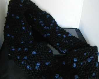Circular Cowl Neck Knitted Scarf in Black