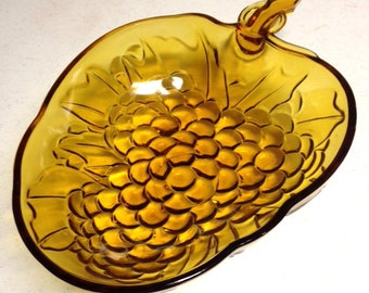 Amber Bowl, Grape Cluster Dish, Fruit Serving Bowl, Vintage Amber Glass, Amber Fruit Bowl, Retro Dining, Amber Serving Dish, Pressed Glass