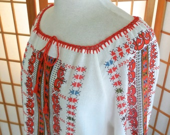 Vintage 80s Hungarian Peasant Blouse with Long Sleeves in White Cotton and Intricate Hand Embroidered Design