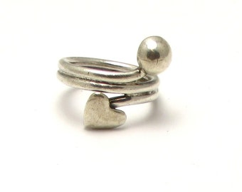 Vintage Sterling Silver Heart and Ball Ring - Size 4.5 - Weight 5 Grams # 4025