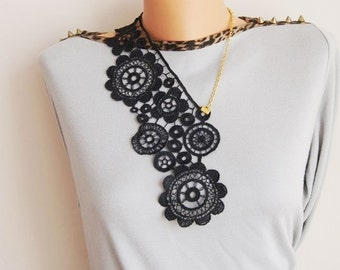 Free Shipping \\ steampunk Venise Lace Necklace/ Lace Jewelry/ Black Necklace/ Bib Necklace/ Statement Necklace/ Body Jewelry/ Lace Fashion