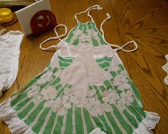 Vintage Adorable Little Girl or Childs full Apron Green Floral
