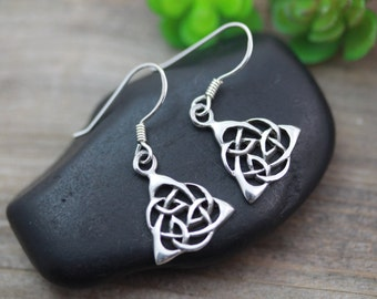 Gorgeos Silver Trinity Earrings, Sterling silver Knot Earrings, Silver Celtic Earrings, Silver Earrings Jewelry, friendship symbol. 5243