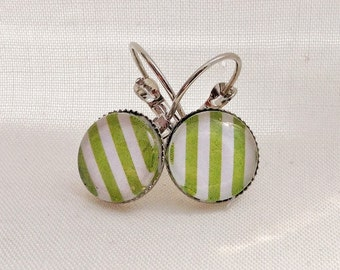 Earrings, light, striped Green Apple, 12mm, cabochon, retro look, vintage, made in quebec, white and green, mini geometric pattern