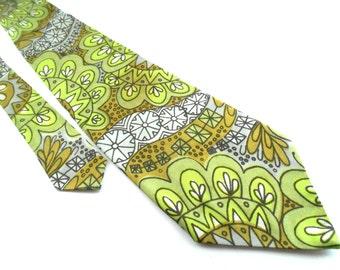 Soviet Danga Kaunas mens wide necktie Green white brown necktie Wide necktie Geometric necktie USSR Mens accessories 1980s Gift for him