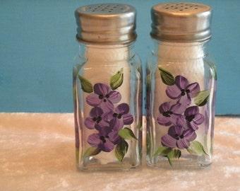 HYDRANGEA  salt and pepper shakers
