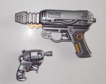 Two Retro Space Ray Guns Robo Hunter MIB Cosplay LARP