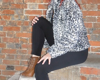 Beautiful ladies vintage inspired white leopard print faux fur coat size 12