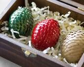 Oeufs de Dragon dans le coffre en bois foncé--fait à la main de Game of Thrones inspiré oeufs (lot de 3)