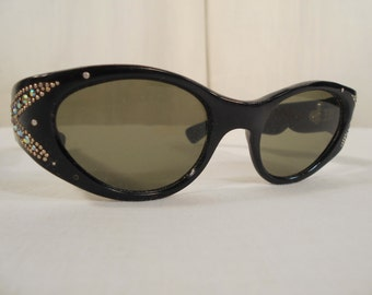 1950s Sunglasses// Cat Eye// Cat Eye Sunglasses// Black// Wrap Around// Rhinestone Jeweled// Retro Eyeware//Rockabilly// NOS// Italy