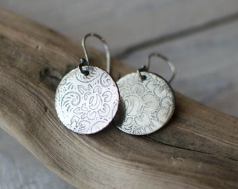 earring silver solid, CUSTOM, grave, minimalist, discreet circle, women's, silver engraved