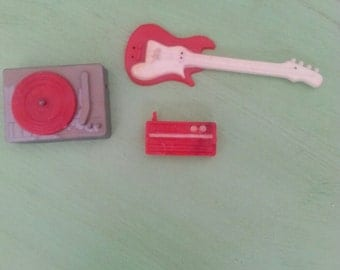 vintage Barbie phonograph/Barbie record player/barbie guitar/barbie AM/FM radio/barbie transistor radio