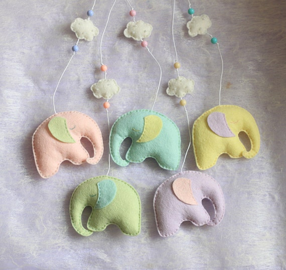 Felt elephants hanging set - baby nursery decor - baby shower gift