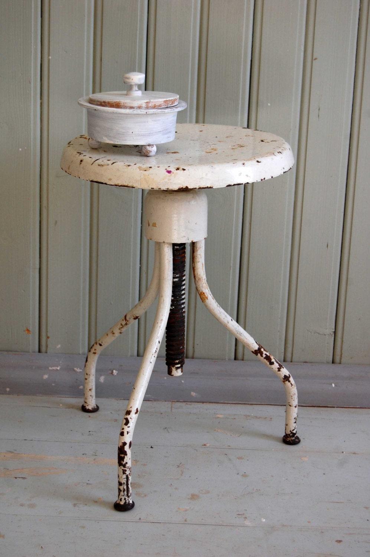 tabouret industriel vintage chaise blanc rustique tabouret. Black Bedroom Furniture Sets. Home Design Ideas