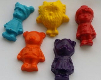 Daniel Tiger Theme Crayons- PArty Pack set of 25 crayons - Birthday  - Party favor crayons