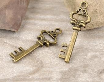 50 pcs of antiqued bronze key charm pendants  beautiful key 31x11mm