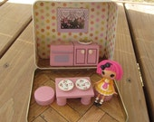 Mini Lalaloopsy lunch box dollhouse kitchen with Crumbs Sugar Cookie doll