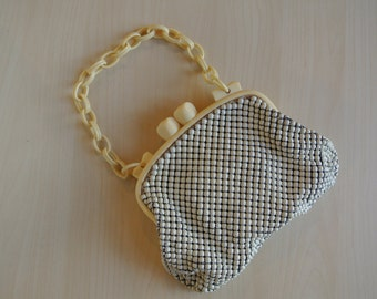Whiting and Davis 1960s Metal Mesh Handbag Beige Ivory with Lucite Bakelite Strap and Clasp