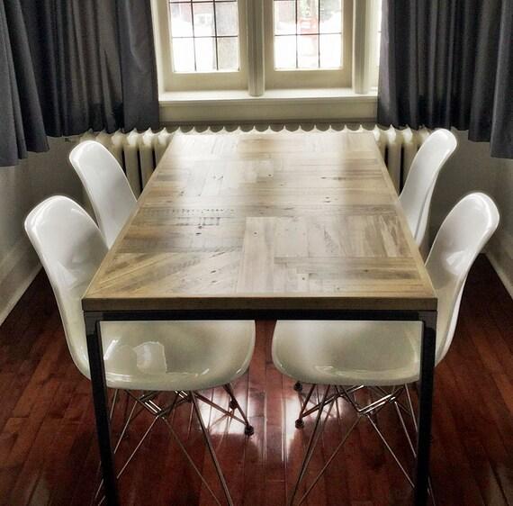 Salle manger cuisine table palette recycl e par for Table de salle a manger en palette