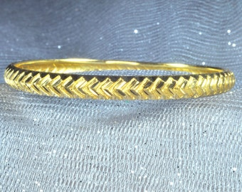 22K Yellow Gold Bangle Bracelet.  Free Shipping in the U.S.