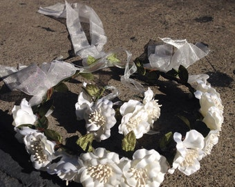 White bridal flower crown with matching bracelet / wedding accessory / flower hair wretch/ wedding crown / white flower crown