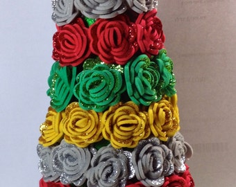 Tree with various colors roses in fommy. H: 25 cm.