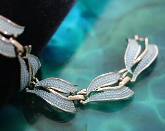 Lovely Vintage Kramer Pale Robins Egg Blue Bracelet