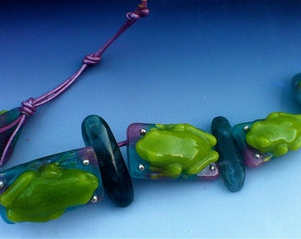 Glass frog bracelet with moss agate beads